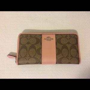 Coach zip wallet BLUSH